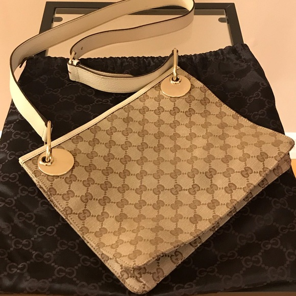 Gucci Handbags - Gucci Vintage Logo Crossbody Bag